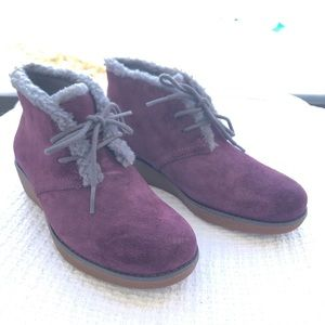 New Clarks Aubergine Wedge Suede Shoes Sz 2.5 kids